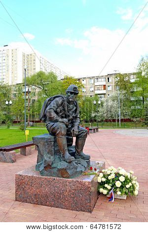 Monument Holidaymaker Rescuer In Moscow