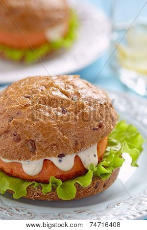 Salmon fishburger sandwich