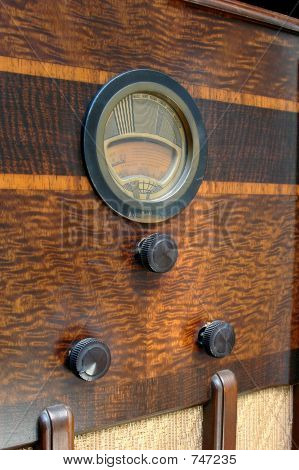 Close uo of vintage radio