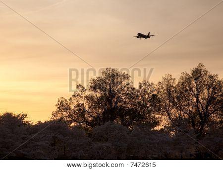 Aircraft Landing At Reagan National Airport At Sunset