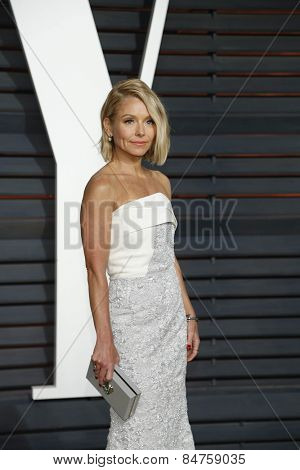 LOS ANGELES - FEB 22:  Kelly Ripa at the Vanity Fair Oscar Party 2015 at the Wallis Annenberg Center for the Performing Arts on February 22, 2015 in Beverly Hills, CA