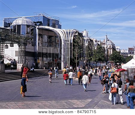 Les Halles de Paris shopping centre.