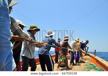 Nha Trang, Vietnam - May 5, 2012: Fishermen Are Catching Tuna With A Trawl Net.