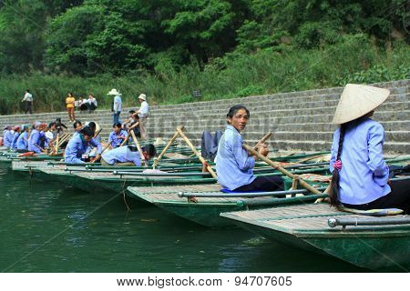 Ninh Binh, Vietnam - March 29, 2010: Ferrywomen Are Waiting For Tourists Visiting The Trang An Eco-t