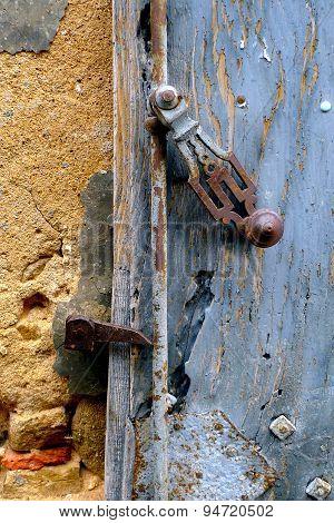 Old lock of an old door