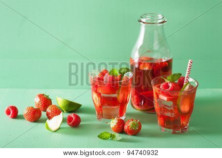summer strawberry raspberry lemonade with lime and mint