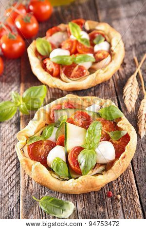 tomato quiche with mozzarella and basil