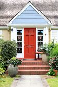 foto of front-entry  - Charming little house with a colorful front door - JPG