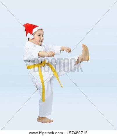 Kick leg beats the athlete in karategi