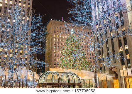 New York - DECEMBER 20, 2013: Christmas Tree at Rockefeller cent