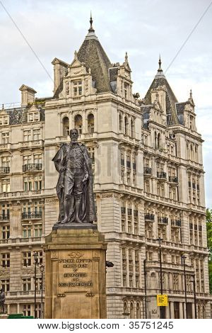 Estatua del duque de Devonshire en Whitehall, Londres, Reino Unido