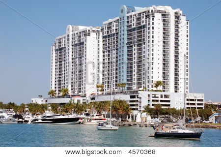 Sobe Marina And Luxury Condo Coomplex