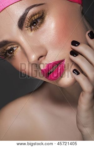 Glamour Portrait of beautiful Woman Modell mit frischen Make-up