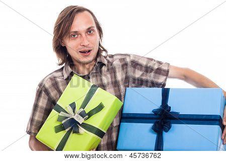 Glücklicher Mann mit Geschenken