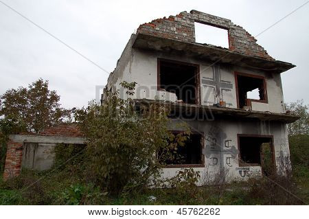 bosnian abandoned house