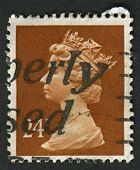 UK-CIRCA 1989: A stamp printed in UK shows image of Elizabeth II is the constitutional monarch of 16