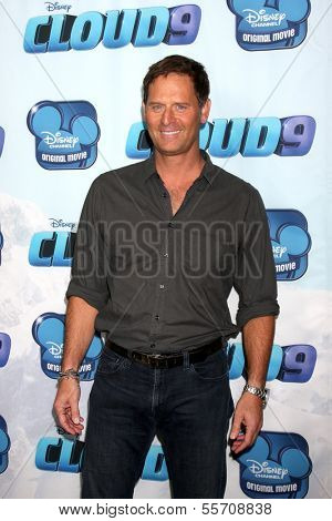 LOS ANGELES - DEC 18:  Jeffrey Nordling at the Premiere Of Disney Channel's