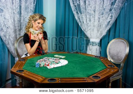 Poker Girl Won Money
