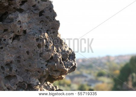 Roccia porosa
