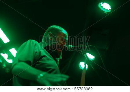 Gene Sings