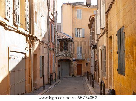Walking In Aix-en-provence