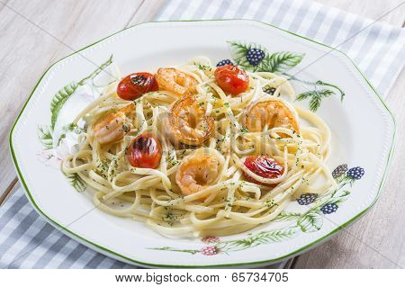 Spaghetti With Prawns And Grape Tomatoes