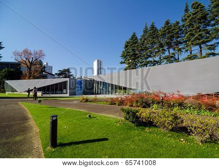 TOKYO, JAPAN - NOVEMBER 24, 2013: Exterior Of Modern Museum With Nature