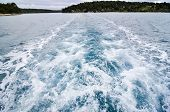 pic of leaving  - Boat is leaving an Island with a trail behind - JPG