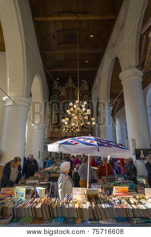 Book sale in the Jacobin church in Leeuwarden