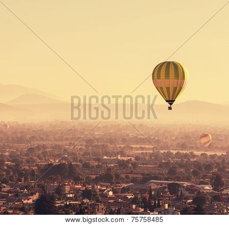 balloons above Teotihuacan