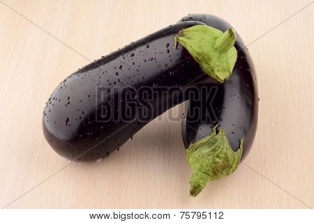 Photo Pair Wet Aubergines Eggplants On Bright Wooden Table