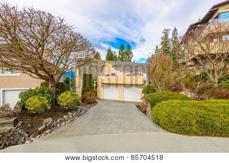 Luxury house in Vancouver, Canada. Limited number of colours. Brown, grey and green.