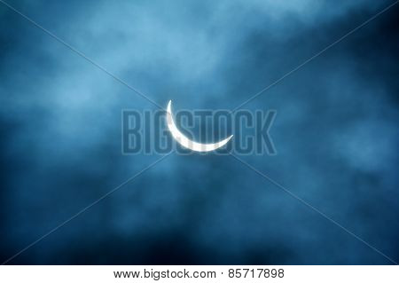 Partial Eclipse 20.03.2015 on a Cloudy Day. Scientific background, astronomical phenomenon