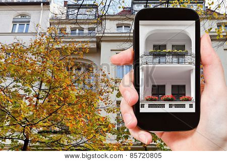 Tourist Photographs Urban House Berlin In Autumn