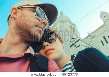 couple on a background of Basilica of the Sacre Coeur