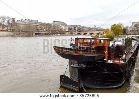 Paris. Promenade Along The Seine.