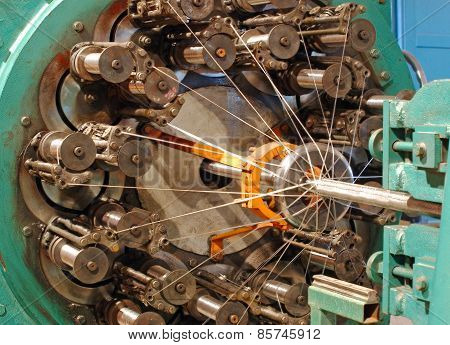 Braiding Machine For Weaving Flexible Metal Hose.
