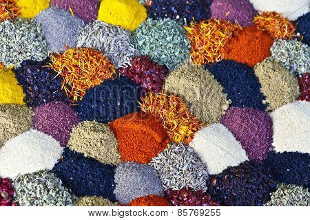 Display of different spices in small heaps.