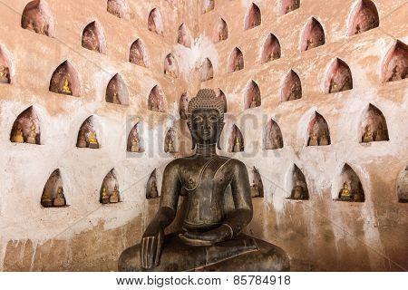 Buddha statue at Wat Si Saket