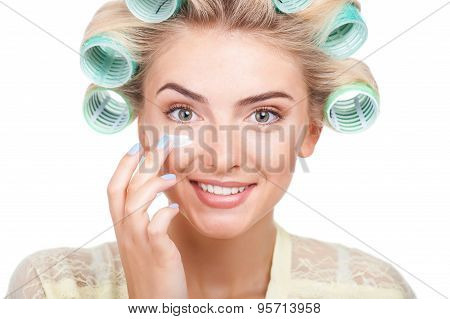Beautiful young woman is preparing for meeting