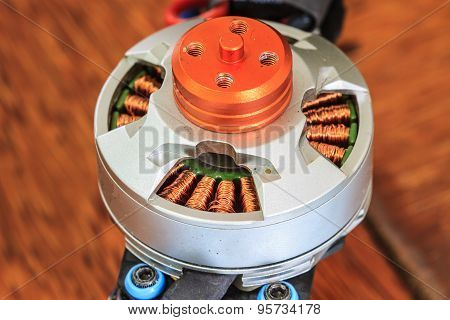 Electric motor of a small size