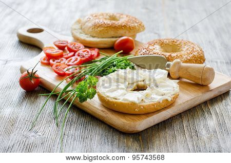 Bagels Wtih Cream Cheese, Tomatoes And Chives For Healthy Snack