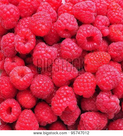 organic fresh raspberries background