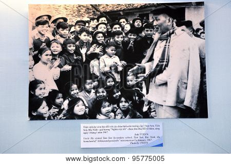Propaganda Photo Of Ho Chi Minh Meeting Vietnamese Children