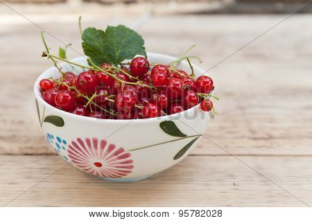 Red currant in a cup, horisontal closeup
