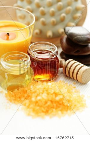bath salt with honey - beauty treatment