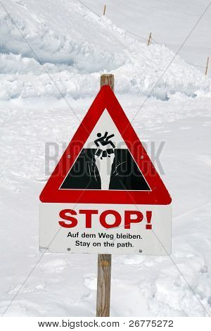 Warning sign on the route (Jungfrau region, Switzerland)