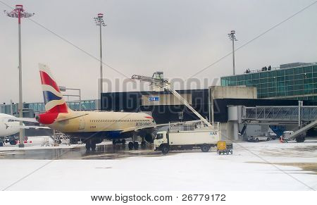 ZURICH - DECEMBER 15: Deicing of the British Airways plane before take off on December 15, 2010 in Zurich, Switzerland. The deicing applied by major european airport due to cold and snowy conditions