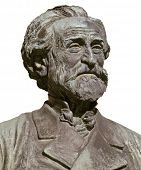 Giuseppe Verdi, compositor de ópera italiano famoso; isolado no branco do busto de bronze imaginar