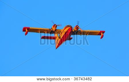 A twin-engined water bomber